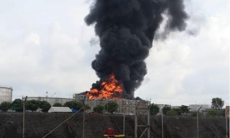 Fuego en la Refinería del Puerto Petrolero
