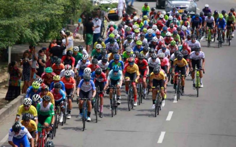 La Vuelta de la Juventud 'pisa' tierra santandereana