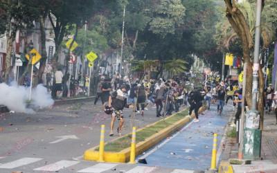 En imágenes: fuertes enfrentamientos en la Carrera 27