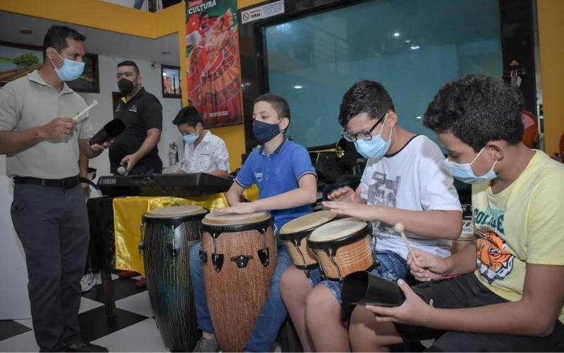 Entregaron instrumentos musicales en Barrancabermeja