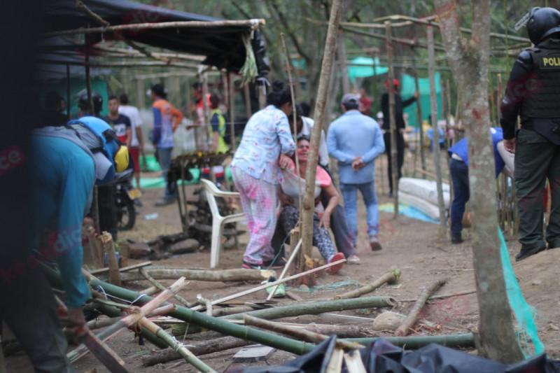 Bloqueo en la calle 45 de Bucaramanga por desalojo de invasión