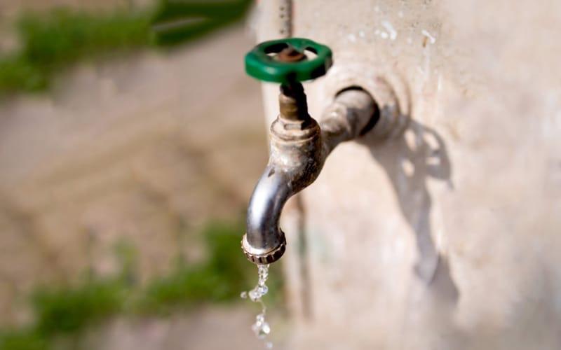 Esta noche se suspenderá el agua en dos barrios