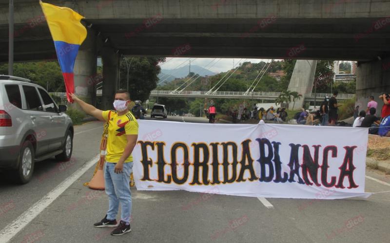 Congestión por hechura de mural en Papi Quiero Piña