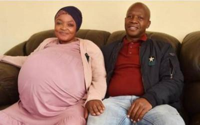 Sudafricana dio a luz diez bebés este lunes
