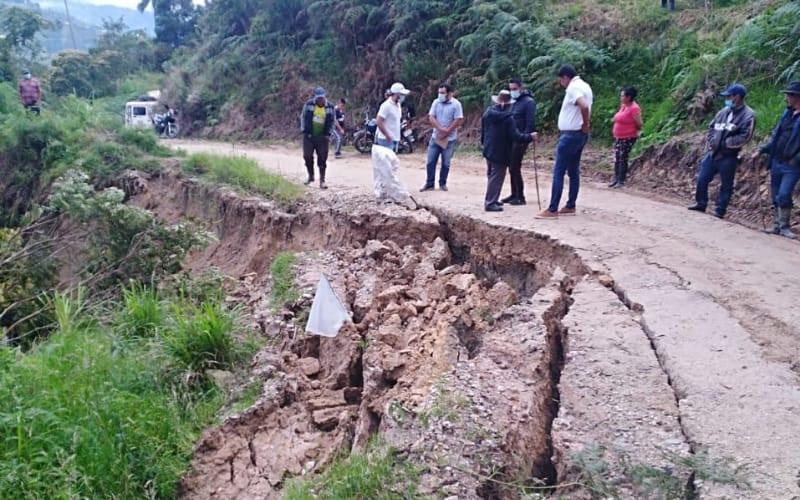 Daño en malla vial de la vereda La Loma por lluvias