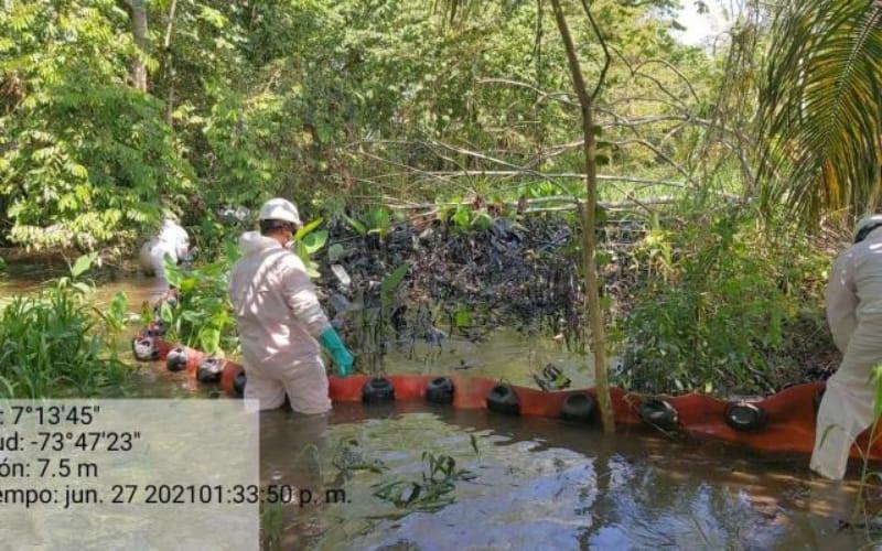 Emergencia por derrame de crudo en el 'Puerto Petrolero'