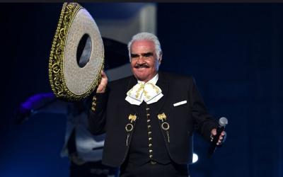 Hospitalizan al cantante Vicente Fernández