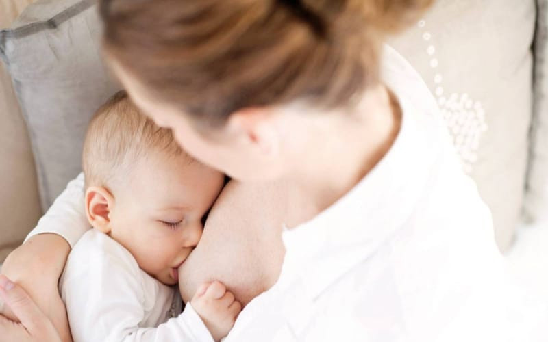 Fotografíe la lactancia materna y gánese $500 mil