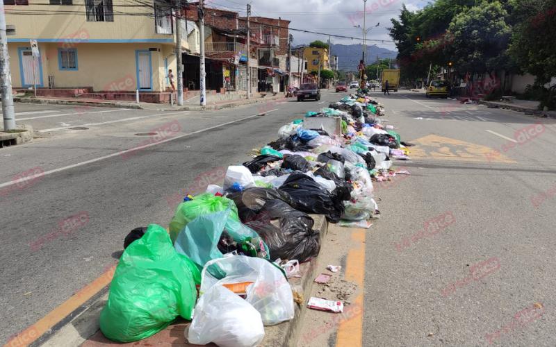 Girón está colmado de basuras a falta de recolección