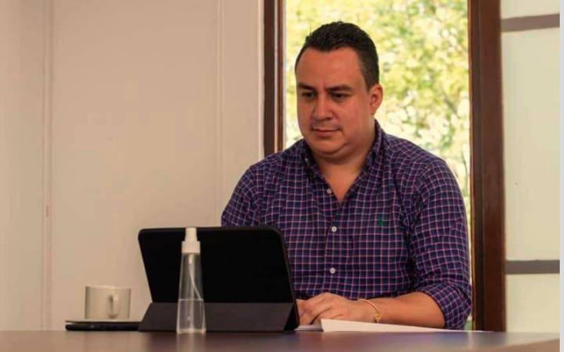Piden revocar la destitución del exalcalde Román en Girón