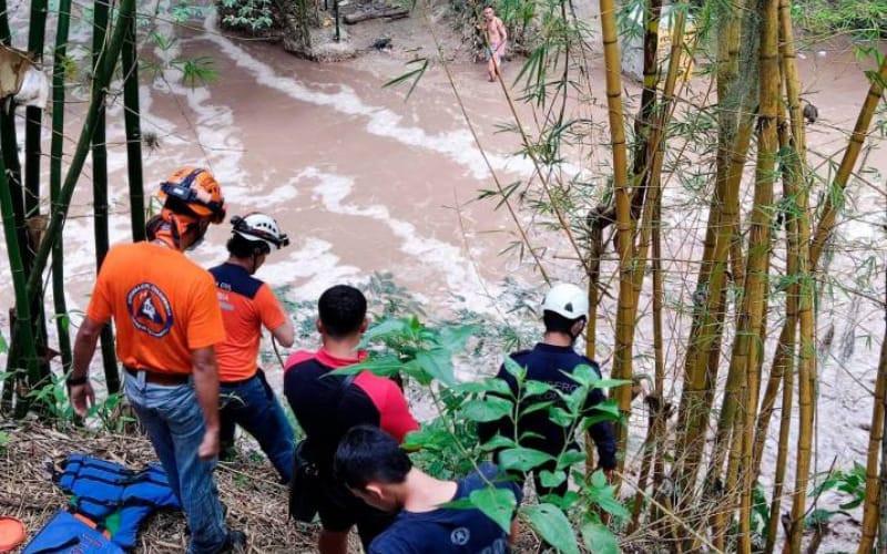 Quedaron atrapados por creciente del Río de Oro