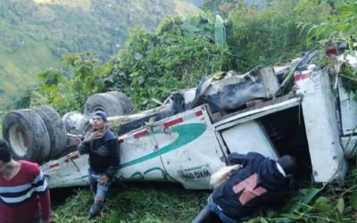 Cuatro fallecidos en accidente de bus escalera en Tolima