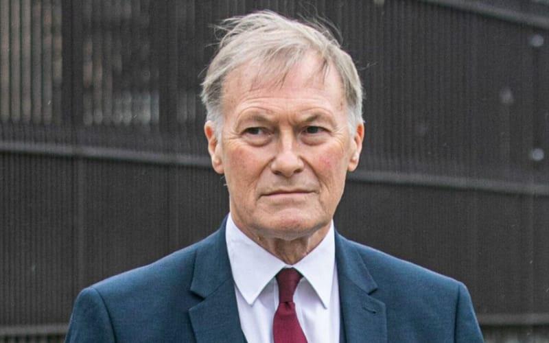 Diputado británico muerte apuñalado en acto público