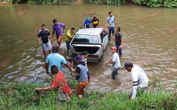 Terminó 'parqueado' en el Río de Oro, en Girón