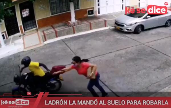 LADRÓN LA MANDÓ AL SUELO PARA ROBARLA