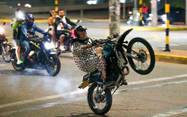 Indignación por carava de motos en 'Toque de Queda'