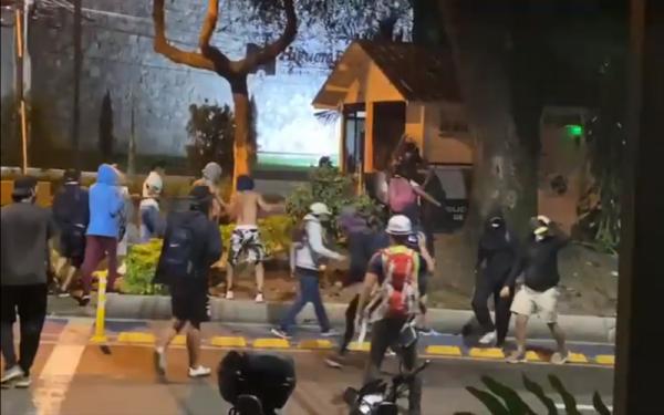 Así fue el ataque a pedradas al CAI Sotomayor en Bucaramanga