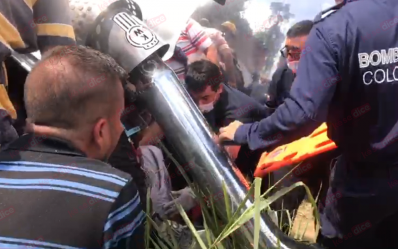 Rescatan a conductor atrapado en camión cisterna en Lebrija