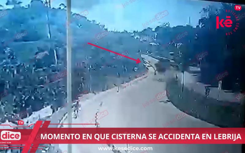 Momento exacto en que camión cisterna se accidenta en Lebrija